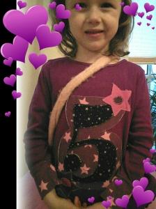 Aufgepepptes Shirt mit Applikation zum 5. Geburtstag sowie Ärmelbündchen :-)